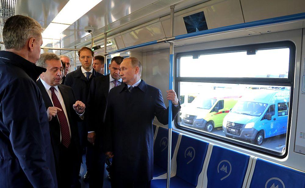 Президент  Владимир Путин посетил индустриальный парк «Заволжье» в Ульяновске. В ходе визита было проведено  заседание президиума Государственного совета по развитию пассажирских перевозок. Глава государства также осмотрел экспозицию «Городской транспорт– перспективы будущего», где представлены новейшие образцы пассажирского транспорта отечественного производства, в том числе электротранспорт.