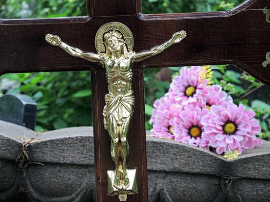Фатальное совпадение: москвич умер на кладбище в годовщину смерти дочери
