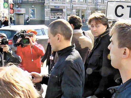 Удальцов вновь за решеткой: сделают ли власти реверанс Навальному