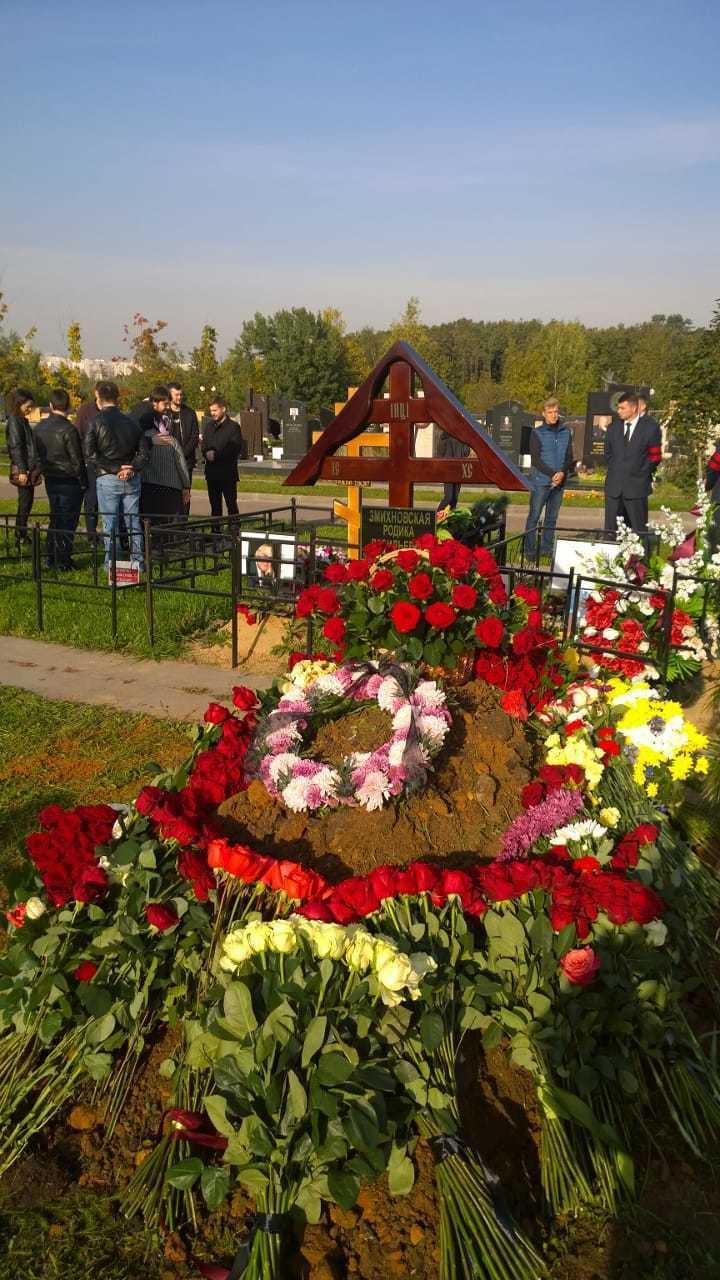 """Скончавшуюся в США экс-солистку """"Банд'Эрос"""" похоронили на Троекуровском кладбище"""