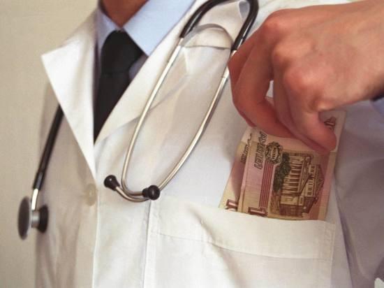 Жители России стали давать менее взяток медиками
