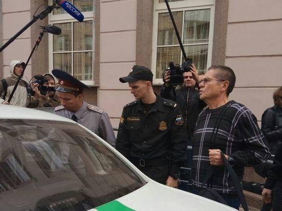 Взятку Улюкаеву поделили на две части: в суде раскрыли детали