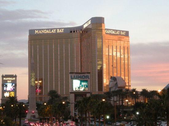 Самая массовая бойня современной Америки: почему в Лас-Вегасе приветствовали убийцу