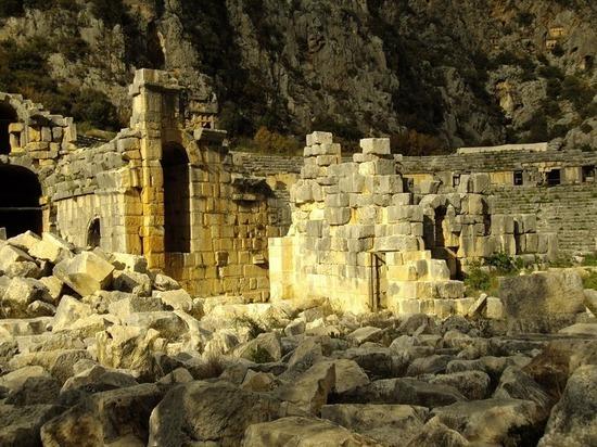 Археологи усомнились в подлинности мощей святого Николая, обнаружив «настоящую» могилу