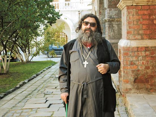 Священник, работающий на «скорой» реаниматологом, рассказал, как умирающих мучают бесы