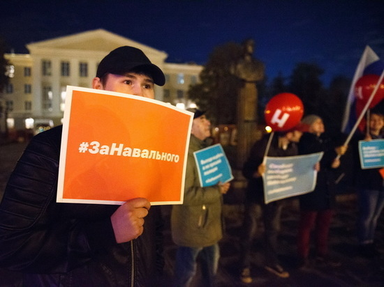 Дело было вечером: казанские сторонники Алексея Навального вышли в пикет
