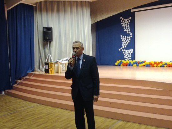В новосибирской школе № 202 отметили День учителя