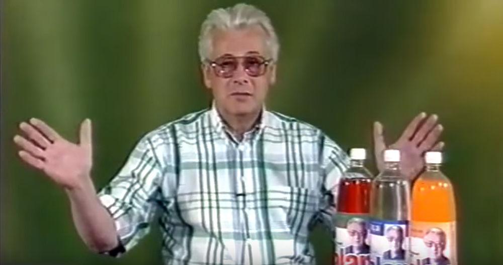 80-90-е годы в России прошли под знаком экстрансенсорики и целителей. С экранов звучали громкие имена: Кашпировский, Джуна, Грабовой и другие. Аллан Чумак пришел к целительству через журналистику — он закончил журналистский факультет МГУ, работал спортивным комментатором, затем писал статьи по разоблачению шарлатанов-лекарей. Именно во время этой работы, как он позже рассказывал, он и ощутил в себе некие силы. Позже Чумак говорил, что знания надиктовывали ему голоса в голове. С конца 80-х годов он стал регулярно выступать по телевидению с целительскими «сеансами», во время которым пассами «заряжал» воду, кремы, напитки и прочие субстанции. Его выступления собирали толпы народа, включая знаменитостей культуры и политики.  После ограничения Минздравом нетрадиционной лечебной деятельности Чумак прекратил трансляции по телевидению, однако продолжал свою деятельность частным порядком через сайт и личные встречи с почитателями. Пытался заняться и политической деятельность,баллотировавшись в 2000 году отСамарской областина выборах вГосударственную Думу, однако не прошел по числу голосов.