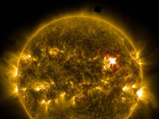 Уфологи сообщили об огромном кубическом объекте рядом с Солнцем
