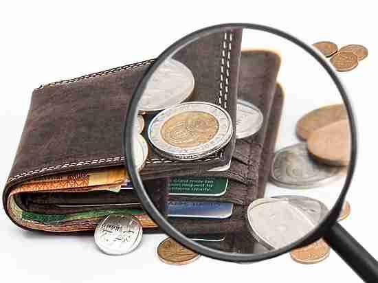 Медведев нашел жуликов: новые ограничения для кредиток и электронных кошельков