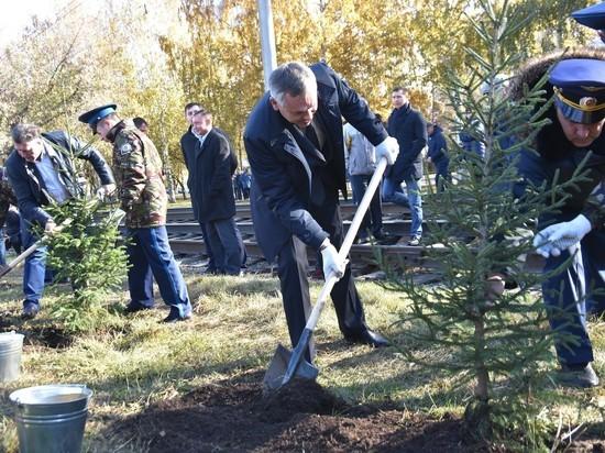 Врио губернатора НСО Андрей Травников посадил в Новосибирске дерево
