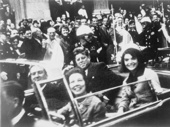 США рассекретили данные о встрече убийцы Кеннеди