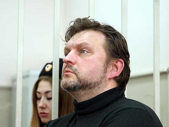 Обвинение в сравнении с чем Никиты Белых, взятого с поличным, рассыпается во суде
