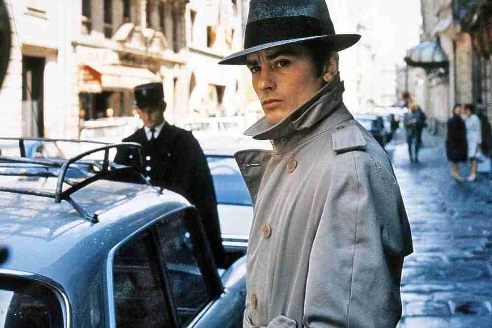 Сегодня день рождения празднует французский актёр, режиссёр и продюсер Ален Делон. Ставший секс-символом сначала Франции, на пике своей карьеры в 60-80-х годах, Ален Делон очень полюбился советским женщинам. Наверное, ни один зарубежный актер не был так популярен в СССР, его имя стало нарицательным.