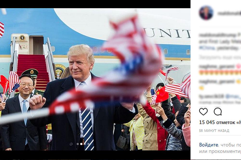 Сегодня, 9 ноября, Дональд и Меланья Трамп посетили КНР с официальным визитом. Их встречал председатель Китайской Народной республики и генсек ЦК компартии Китая Си Цзиньпинь со своей супругой Пэн Лиюань.