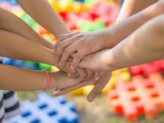 Ученый объявил дружбу главным секретом счастья