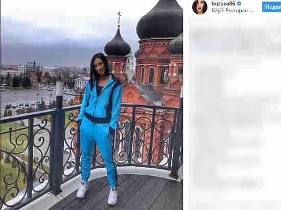 Поклонники возмущены, что Бузова вспортивном костюме фотографируется нафоне церкви