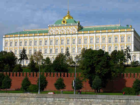 Кремль потребовал от больших компаний поставлять новости о положительных изменениях вгосударстве