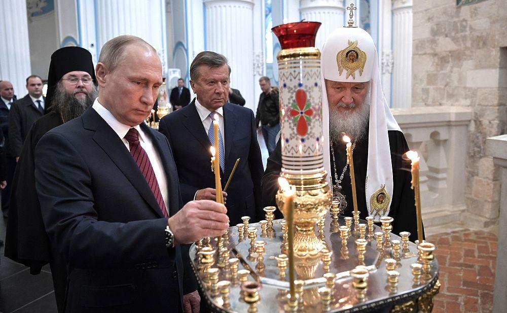 Путин и Медведев посетили Ново-Иерусалимский монастырь: приложились к святыням