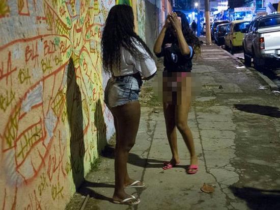 Сексуальное рабство черных путан в России: их запугивают проклятиями вуду