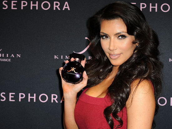 Ким Кардашян заработала 10 млн долларов в 1-ый день продажи своего парфюма