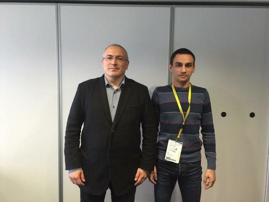 Активиста из Калининграда будут судить из-за фотографии с Ходорковским