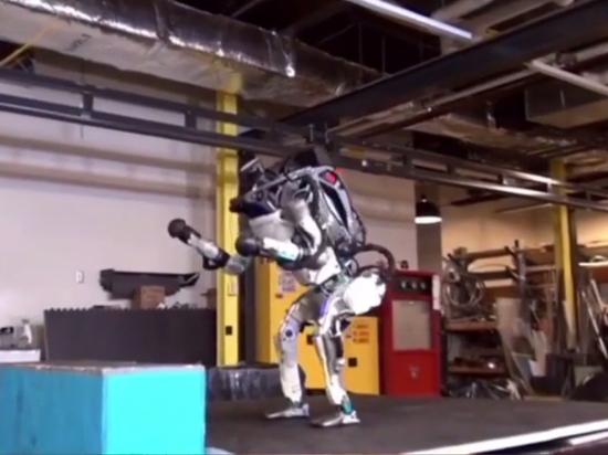 Американский робот-гуманоид научился делать сальто