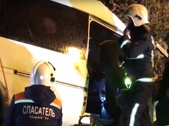 «Он всех пристегивал»: пассажиры оправдывают водителя, погубившего 14 пассажиров