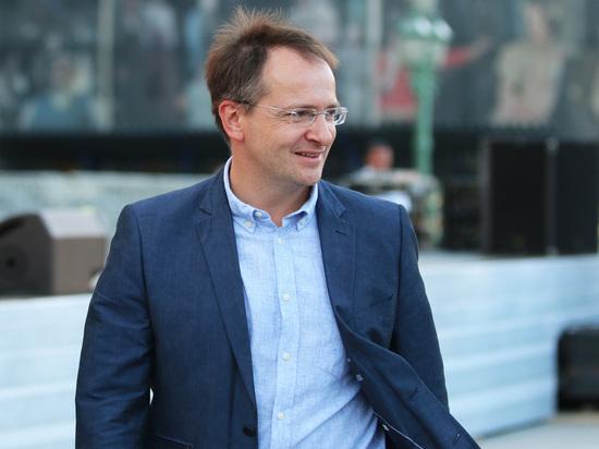 Владимир Мединский готов пояснить режиссёру Юрию Быкову, как противоборствовать «травле либералов»