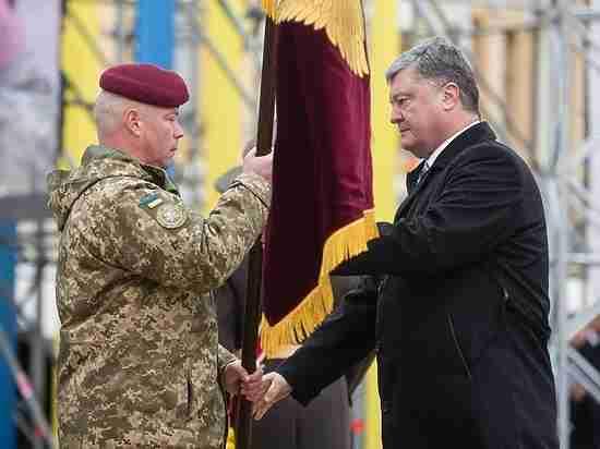Порошенко декоммунизировал ВДВ— Бордовый берет НАТО
