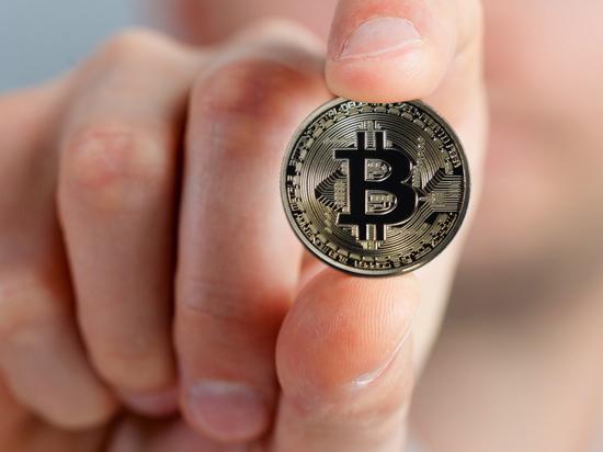 "Дорожающий биткоин надул огромный ""пузырь"" на рынке"