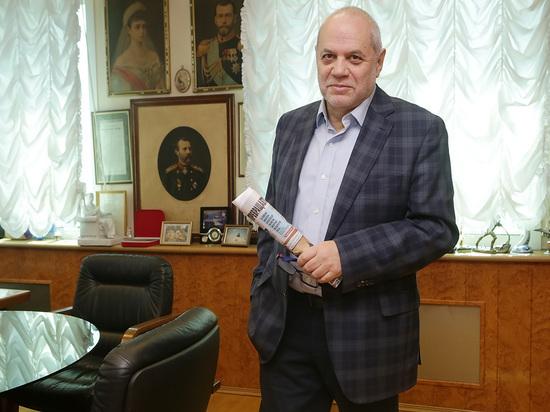 Евгений Бунимович рассказал, почему современные стихи стали выглядеть как интернет-переписка