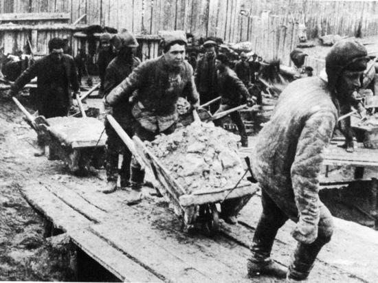 Гагарин и олимпийский мишка: корни аллергии на советское