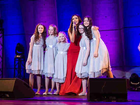 Сотрудничество Российской Федерации сновым директором ЮНЕСКО началось сконцерта эстрадной певицы Зары