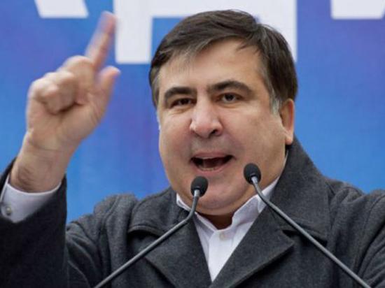 «Гопник Кремля»: Саакашвили отбил новое нападение и укрепил лагерь Майдана