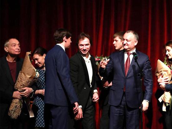 Президент страны дал высокую оценку мастерам сцены «Театра с улицы Роз»