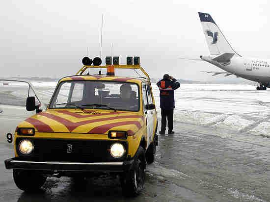 """Пассажир """"Боинга"""", выкатившегося за взлетную полосу: «Думали, заставят тащить самолет»"""