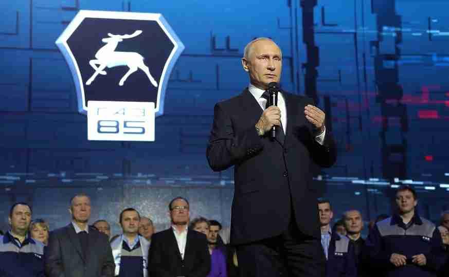 Руководитель  Хакасии назвал В. Путина  необычайным  лидером итрудоголиком