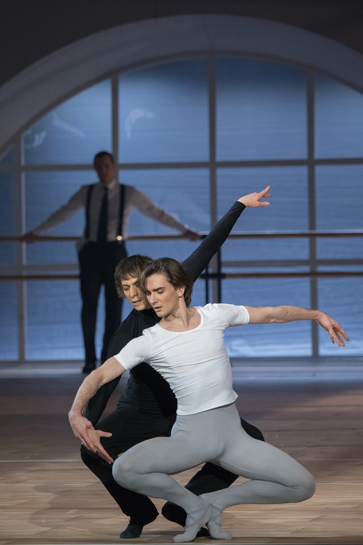 В балете у мужчин поддержка для гениталий