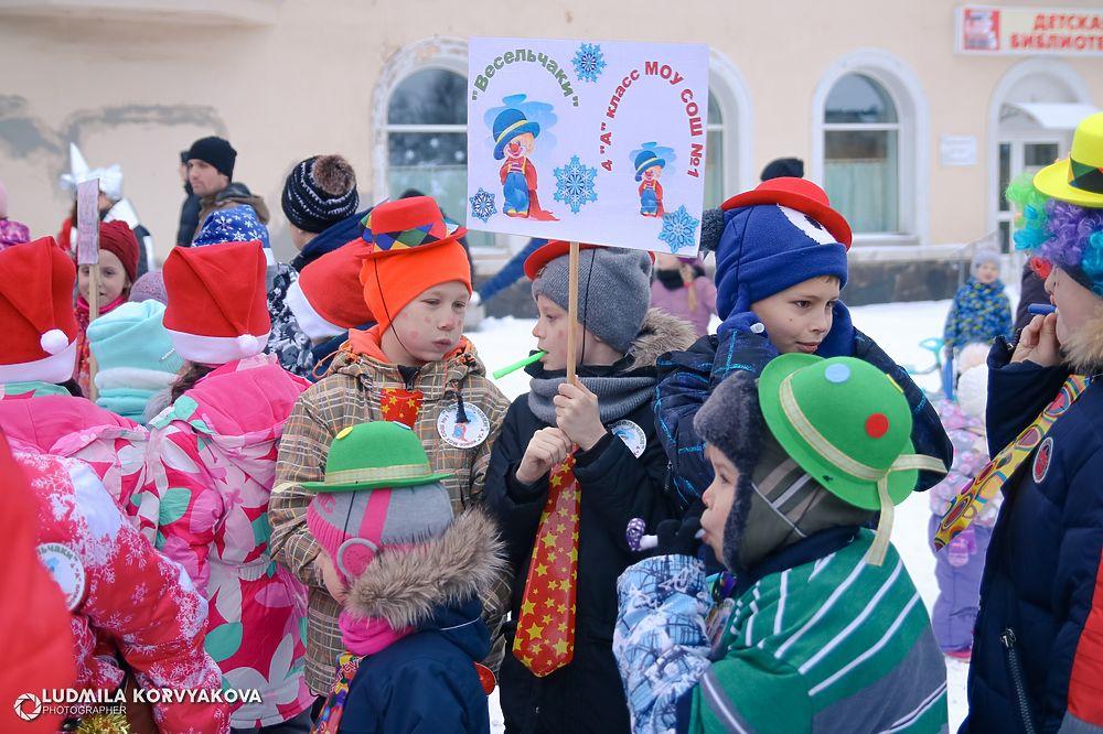Лучшие фото с первого в новогоднем сезоне карнавального шествия в Карелии