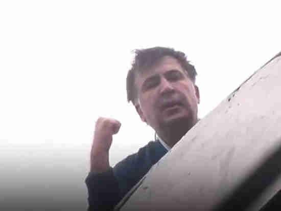 Сторонники Саакашвили попытались взять штурмом сооружение суда вКиеве, раздался взрыв