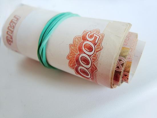 Путин повысил зарплаты федеральным чиновникам