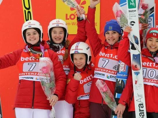 Прыжки с трамплина: «серебро» у женской сборной