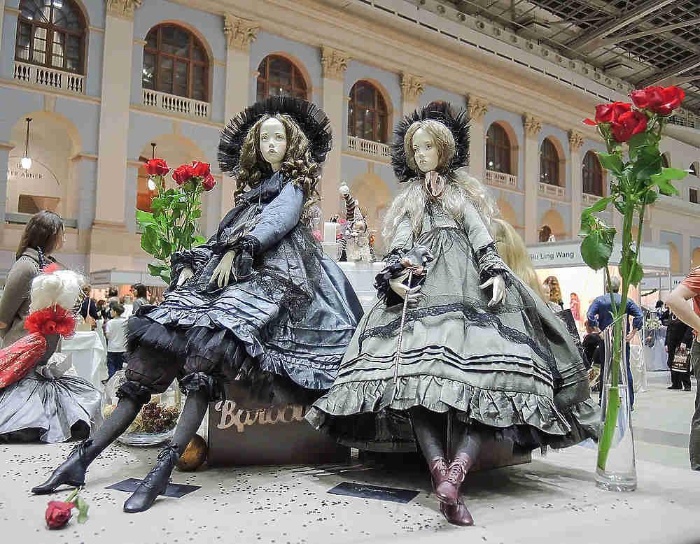 Пупсы, собачки и матрешки: в Москве прошла выставка кукол
