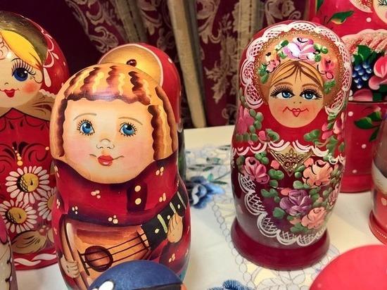 "Стыдно перед иностранцами: Матвиенко огорчили ""примитивные"" матрешки на ярмарках"