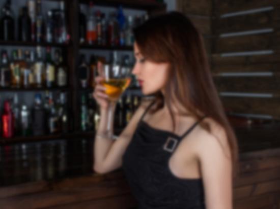 Психологи разобрались, как алкоголь влияет на восприятие мужчинами женщин