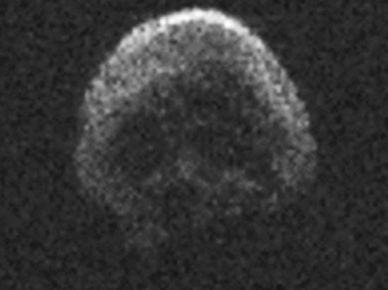 К Земле устремился астероид—череп