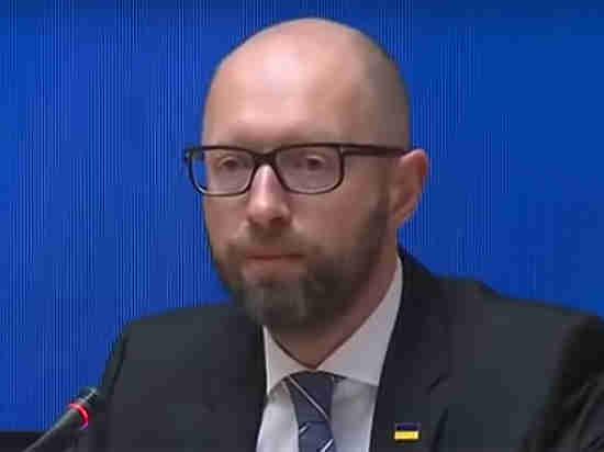 Ваэропорту Женевы задержали Яценюка