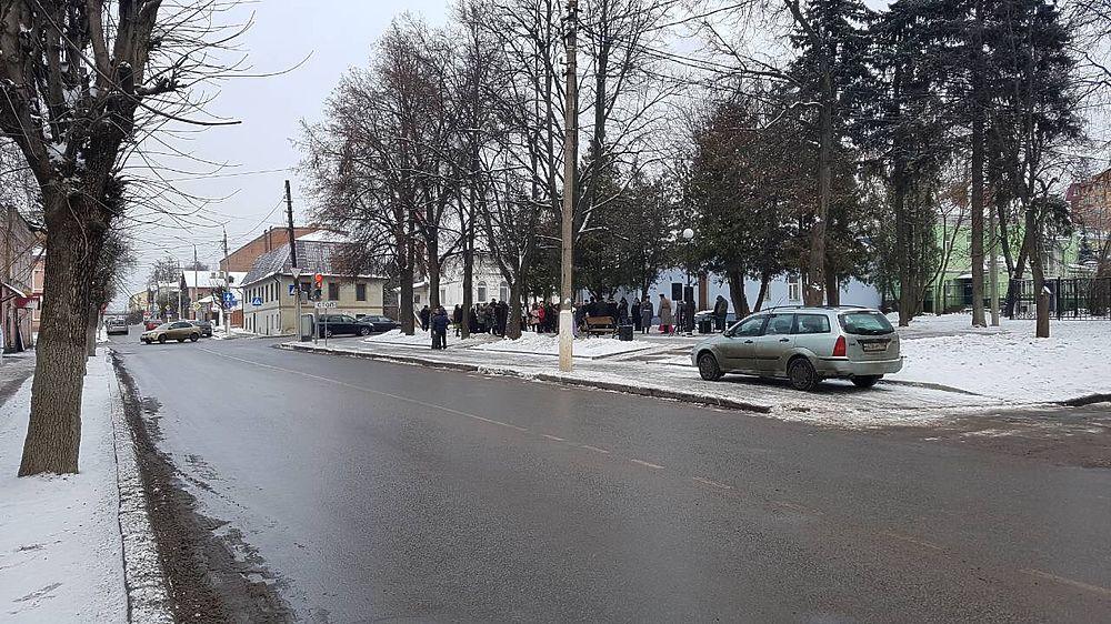 Снесли прилавки и арестовали торговцев - Новости Серпухова и ... 947dfeb3272
