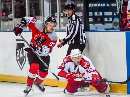 Новокузнецкие хоккеисты выиграли седьмой матч подряд в ВХЛ